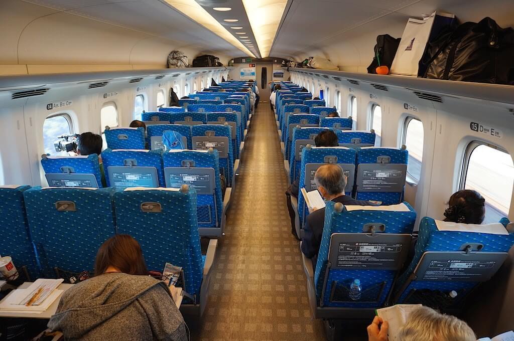 Một số loại ghế trên tàu điện
